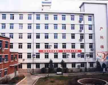 沈阳市妇婴医院给新生儿检查